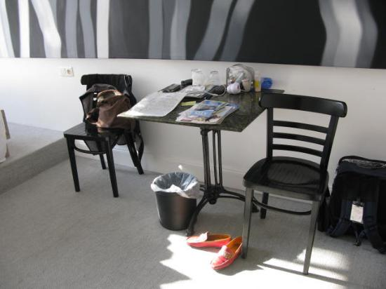 Arte Luise Kunsthotel: Two kitchen chairs for rest and relaxation after a long day sightseeing!!!!