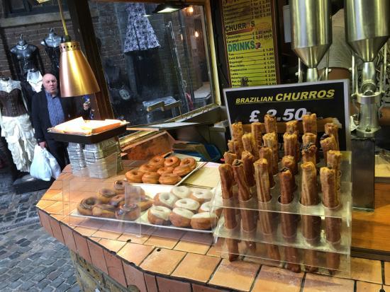 Camden Market: Café with fresh donuts and churros...