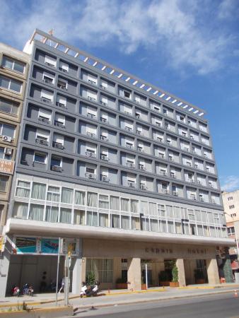 Capsis Hotel Thessaloniki: Facciata con ingressso sul fronte strada