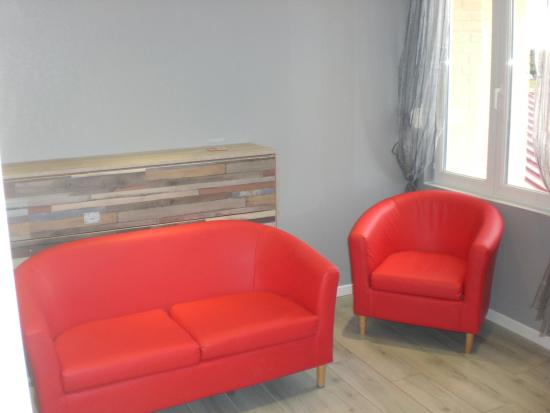 Lounge area with wallbed