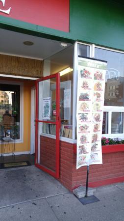 Nat's: Entrance