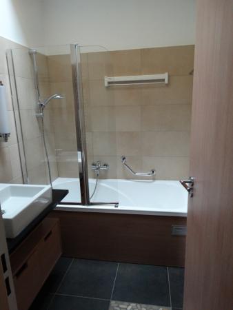 Badkamer 5 met bubbelbad (nr 8 in overzichtsfoto) - Picture of ...