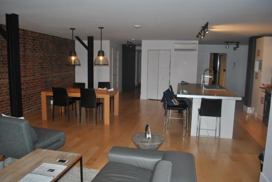 Les Lofts Saint Joseph: Apartment # 404 Dining Area