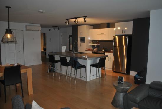 Les Lofts Saint Joseph: Apartment # 404 Kitchen