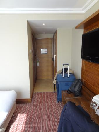DoubleTree by Hilton Hotel London - Kensington: Entrance of the room