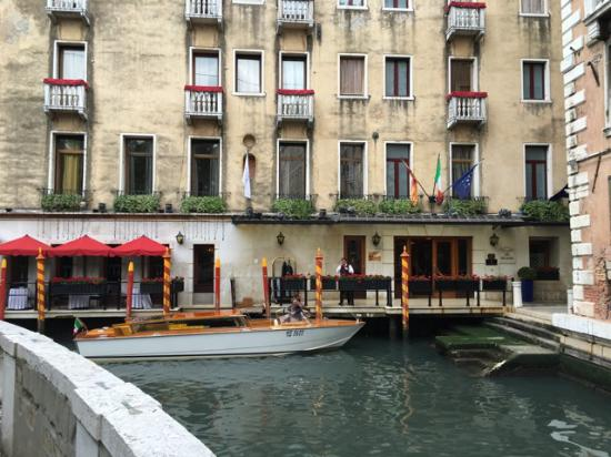 Baglioni Hotel Luna: So fun to arrive at the hotel by water taxi