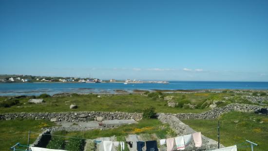 Radharc na Ceibhe: Vue de la baie depuis notre chambre (désolée pour la piètre qualité de la photo)