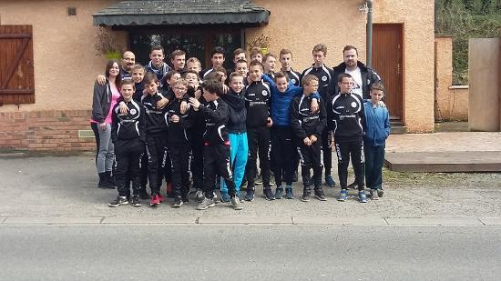 Poix-de-Picardie, Frankrike: les U15 de poix de picardie au restaurant les arbrisseaux