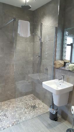 Crooklands Hotel: Lovely refurbished room