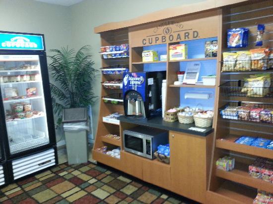 Candlewood Suites Clarksville: Food locker