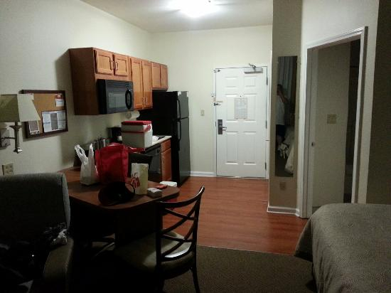 Candlewood Suites Clarksville: Kitchen bath and table