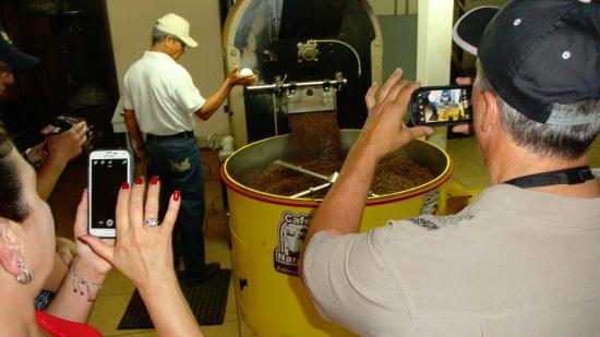 Naranjo, Costa Rica: Demo of roast... smells great