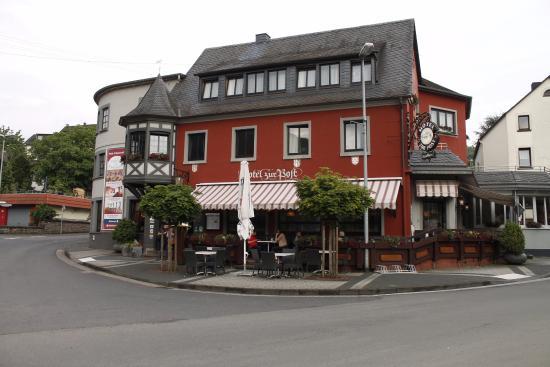Waldbreitbach, Deutschland: Zicht op Hotel zur Post!