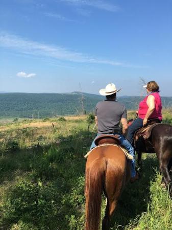 Smithville, Οκλαχόμα: Kiamichi mountain view on our trail ride