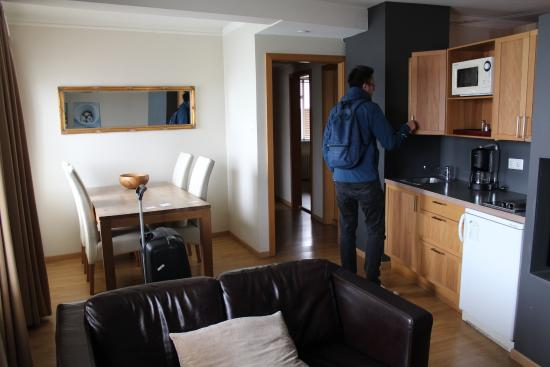 Hotel Fron: Kitchen and livingroom