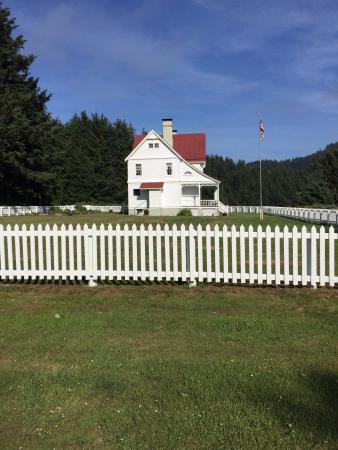 Heceta Head Lighthouse Bed and Breakfast: Beautiful setting for the B&B