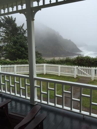 Heceta Head Lighthouse Bed and Breakfast: Serene coast from the porch