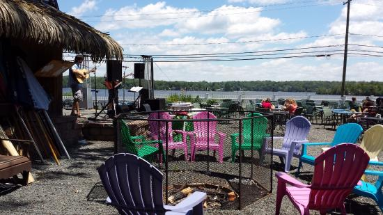 East Hampton, Κονέκτικατ: A relaxing place to eat, drink and be merry listening to great music.