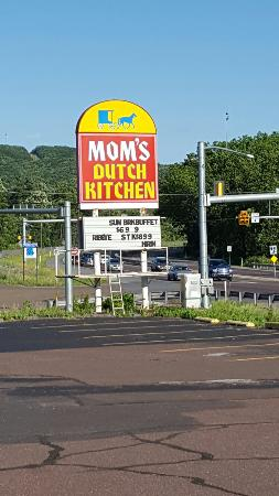 Mom's Dutch Kitchen : Fun stop good food. Affordable price.  We had fresh Turkey dinner, homemade stuffing and sides.