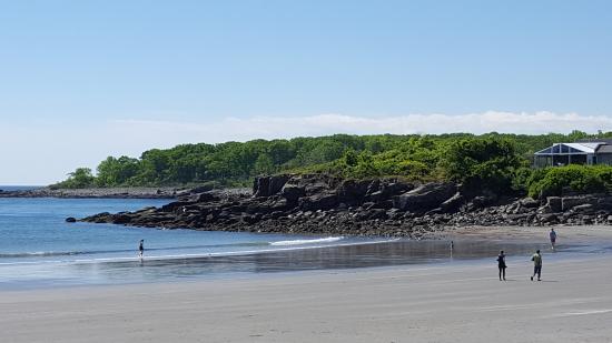 York Harbor, Maine: Beach across st