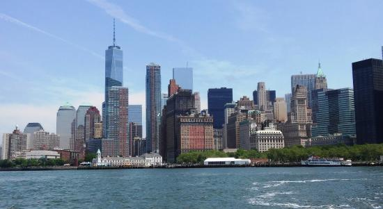 New York Harbor : New York City skyline from the harbor