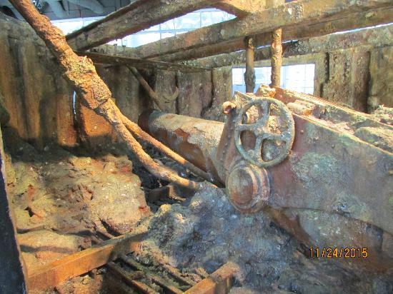 USS Monitor Center: sunken turret replica w/gun