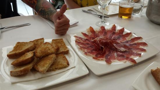 Zizur Mayor, Spanje: Jamón Iberico y tostadas.