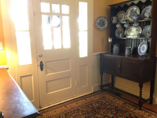Carriage House Bed & Breakfast: Front Door