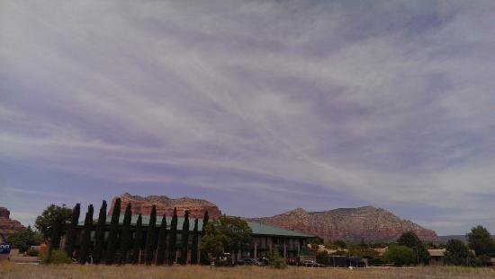The Views Inn Sedona: view from street just outside the hotel