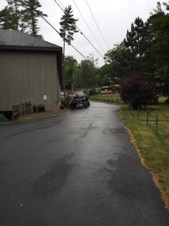Clinton Inn: driveway parking??
