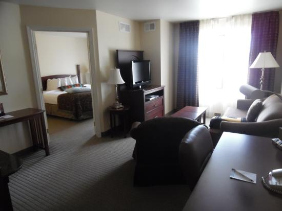 Staybridge Suites East Lansing-Okemos (MSU Area): Entry view