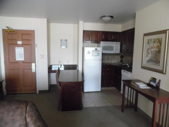 Staybridge Suites East Lansing-Okemos (MSU Area): Kitchen/dining