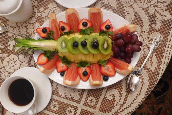 Antebellum Guest House: fruit dish and chicory coffee