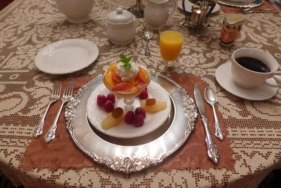Antebellum Guest House: peaches and cream