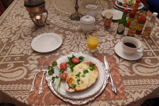 Antebellum Guest House: eggs creole