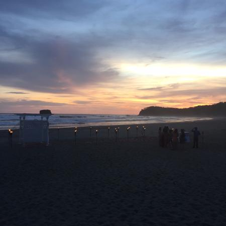 Playa Hermosa Beach Hotel: Post-wedding ceremony during sunset