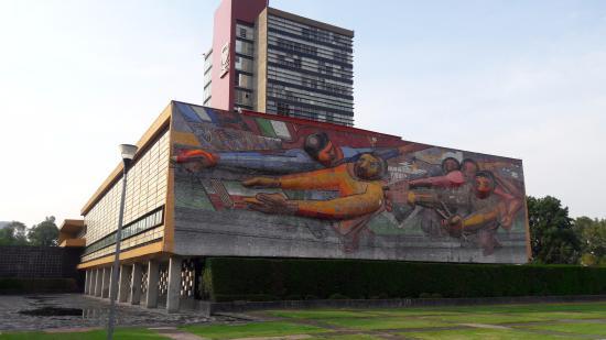 Torre de rector a mural el pueblo a la universidad la for El mural de siqueiros
