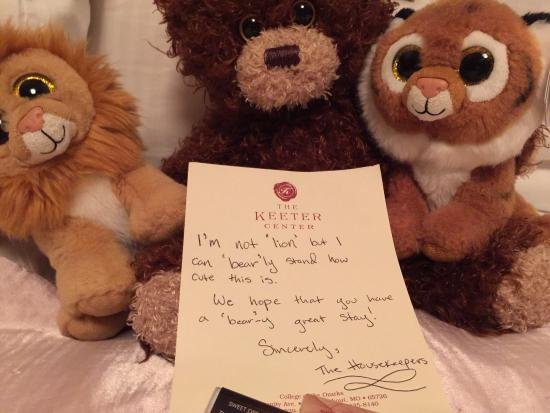 The Keeter Center at College of the Ozarks - Lodging: Thoughtful note by our daughter's stuffed animals