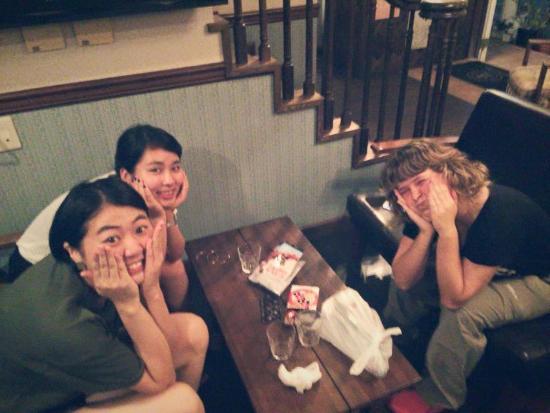 Guest House IZA Kamakura: con Kunie y Minami en IZA