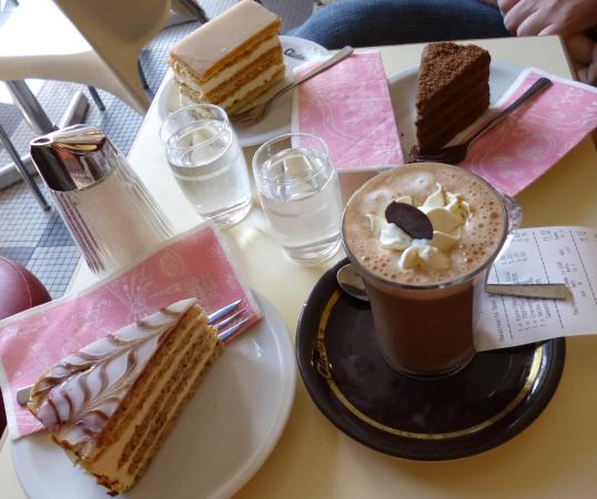 Cafe-Konditorei Aida: Le chocolat chaud est terrible !