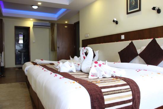 OYO 11477 Backyard Hotel: Honeymoon Suite