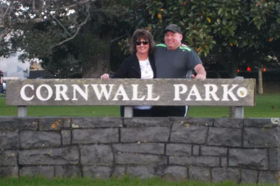 Cornwall Park Motor Inn: Cornwall Park is right across the road. We also walked the summit One Tree Hill