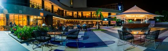 Radisson Blu Okoume Palace Hotel : WAÏ BAR terrace