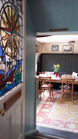 Port Gaverne, UK: Inside one of the rooms in the dining area