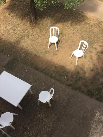 Residence Resitel de Camargue : Quelques photos qui résume notre séjour une honte de louer une résidence dans cette état de vétu