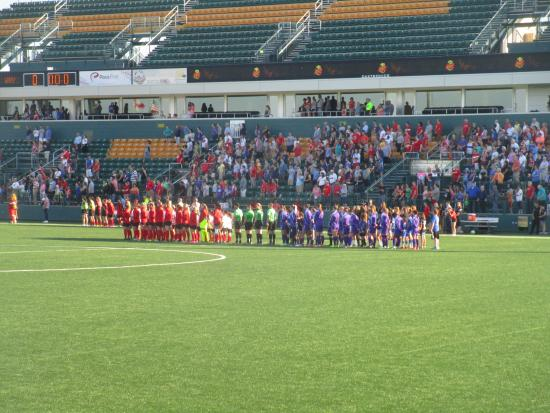 Sahlen's Stadium: Sahlen Stadium - teams at start of game