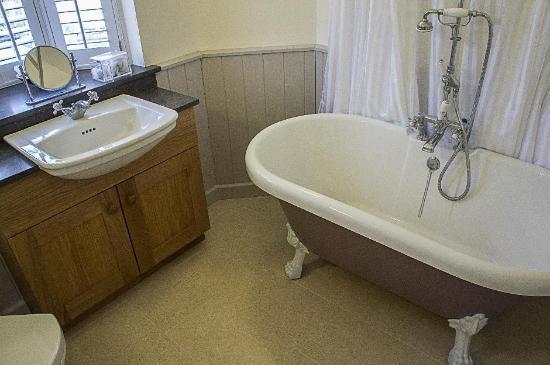 Riverside Cottage: upstairs turret bathroom