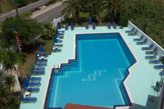 Sotirakis Hotel : POOL FROM ABOVE