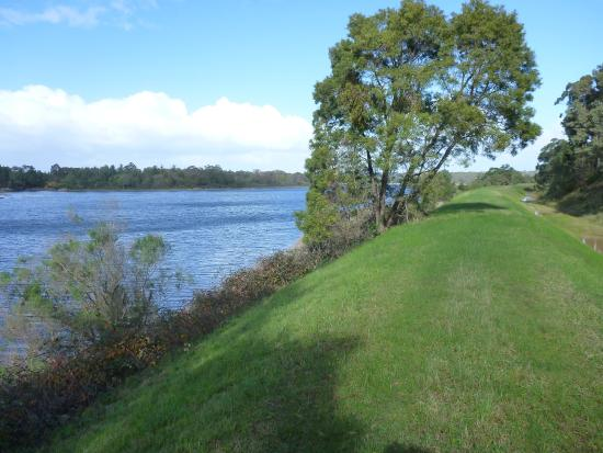 Moorooduc, Austrália: Reservoir and walking track