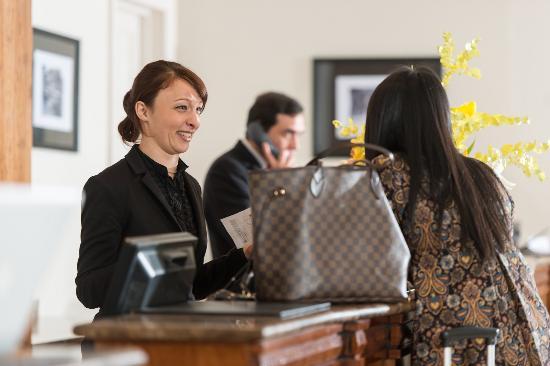 โรงแรมปาร์คอินเตอร์เนชั่นเนล: Hotel Lobby (2)